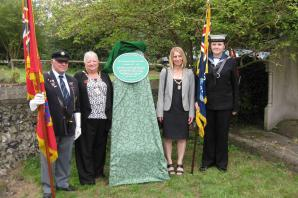 Plaque unveiled to mark tragedy of the sixteen teenagers lost in 1915